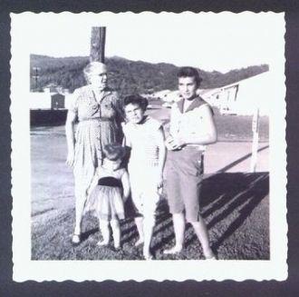 Rosa Carey and granddaughters
