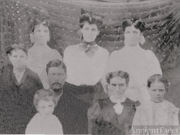 Jesse Kendall and Susie Crisp Howard Family