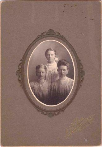 Nellie Palmgren, Lillie Carlson, Florence Nelson