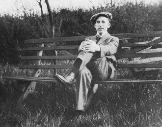 John Irving , 1920