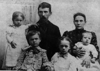 Wesley & Lillie (Dennis) Dilley Family, 1898