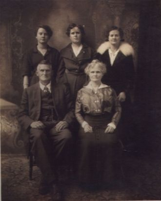 Mr. & Mrs. S.E. Tellyer and daughters