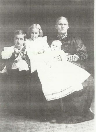 Clarissa (Frost) Bodwell With Three Grandchildren