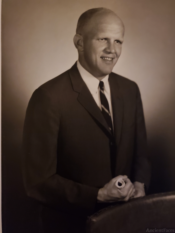 Robert W. Hammerstein