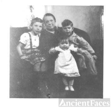 Group: Grandma Anna Farkas Szabo, gr.children 1941