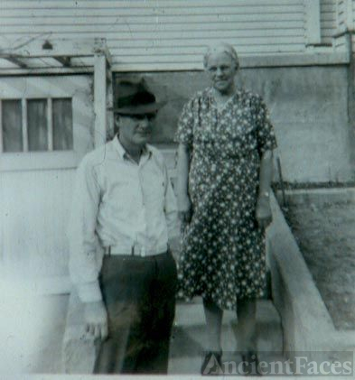 Man with hat and older lady