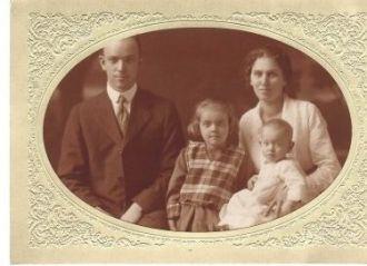 Ada, Edith, Mildred & Charles Aldrich, Ohio 1920