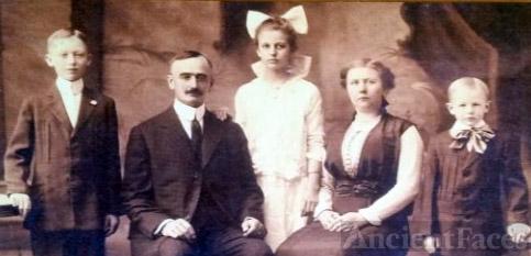 Friedrich and Elisabeth Trump Family, 1915