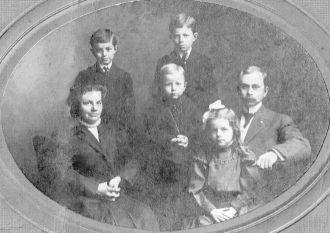Park & Rhoda (Herman) Weaver family, Indiana 1907