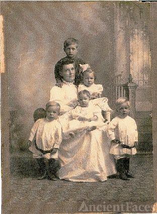 Sarah Sims Clary and grandchildren