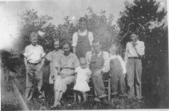 Lizzy & Earl Reynolds family