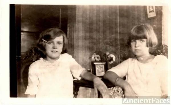 Hilda & Doris Hockley, c1925