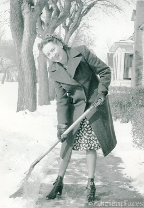 Unknown woman, 1940's
