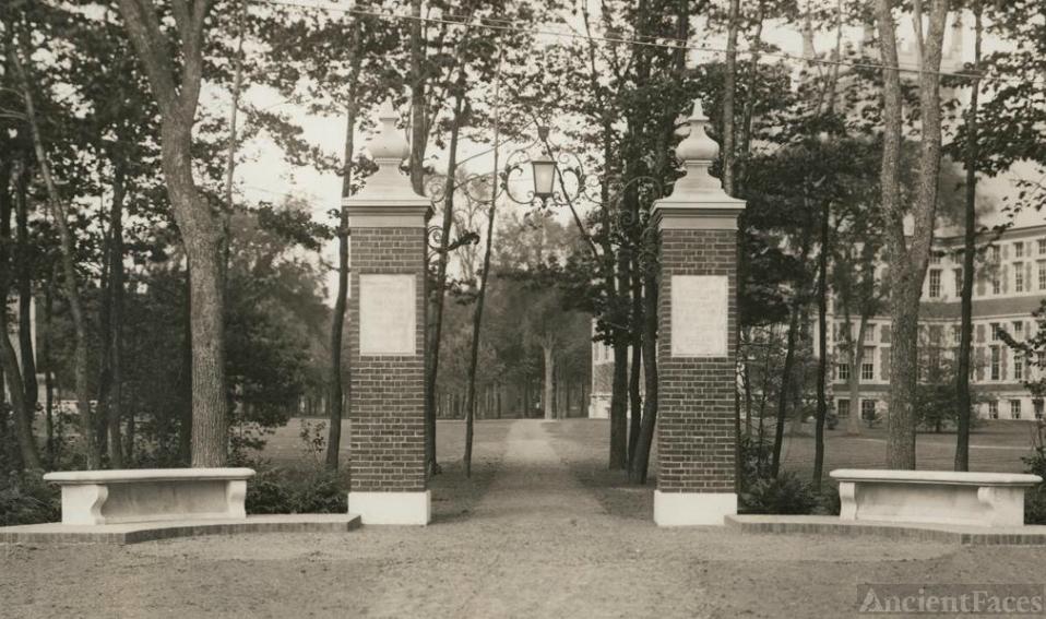 Warren Eastman Robinson Memorial Gateway