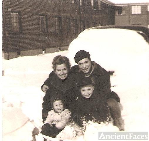 Ester & Itzchak Bergbaum family