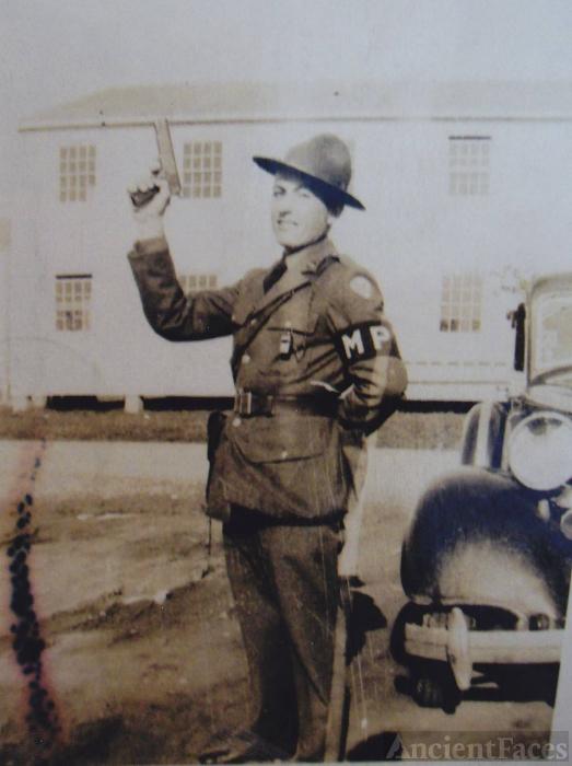 Archie Zornes, 1942