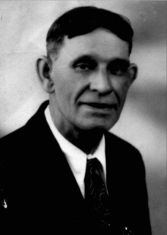 A photo of Claude v Hollenbeck