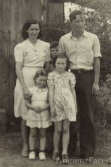 Lloyd & Anna Mae Donaldson & children