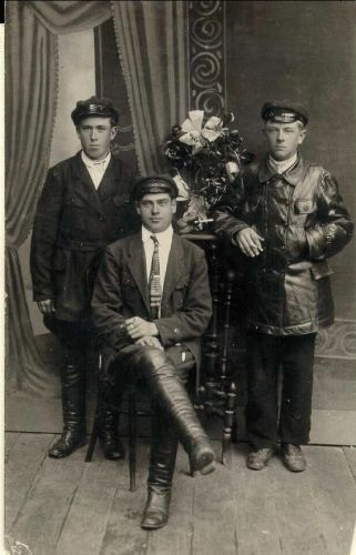Carl Glowartz (seated) with brother Vince & friend