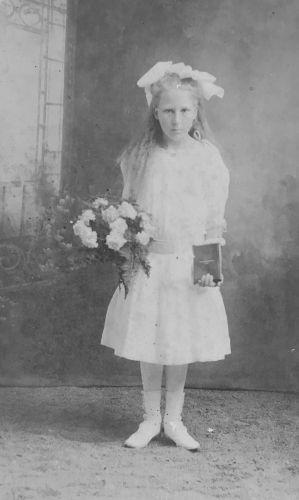 Unknown girl, Communion?