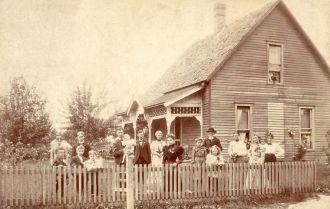Beckner House and Family 1901