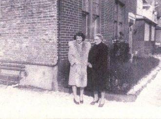 Carrolyn & Esther Kraitz