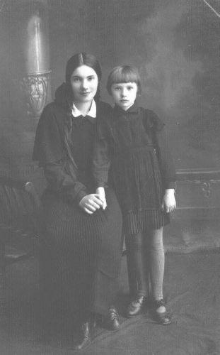 Elena and Nina Wagner