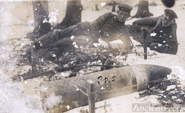 WW1 German soldiers with large artillery shell