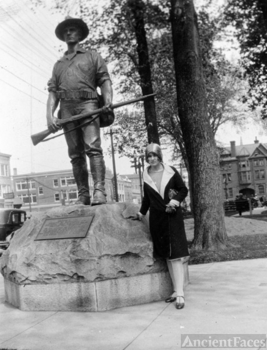 Dorothy Emily (Van Kleeck) Smith and statue