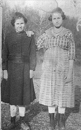Myrtle Usher & aunt, Edith Lewis