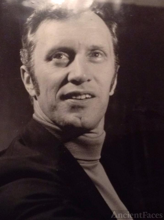 Robert E Doxey