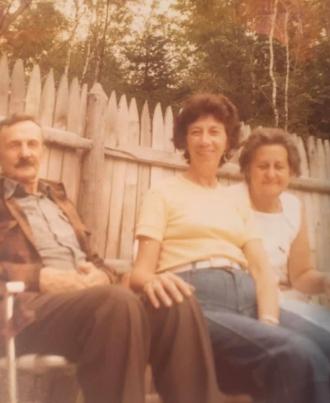 Jean Kelly in center