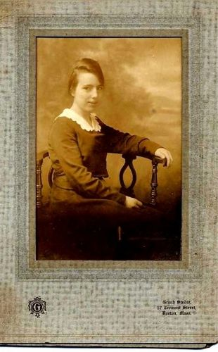 A photo of Hazel Pearl Roberts (Reynolds)