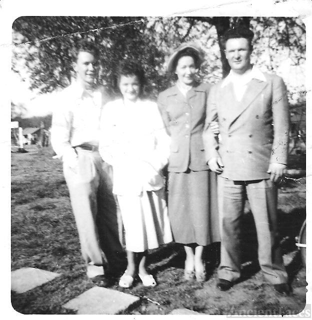 Wade H. Jennings, Family & Friends