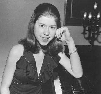 Naomi Kulbokas Thomas.  Pianist/Singer