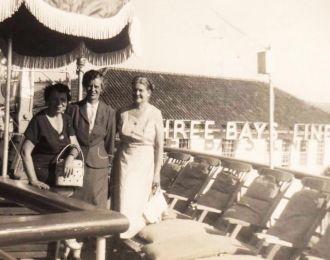 Mart, Julia, Mrs. Neal, Three Friends