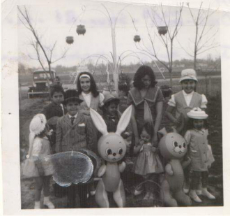 Ado Cigelskes  children .The three older girls are their maternal Aunts.
