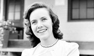 A photo of Teresa Wright