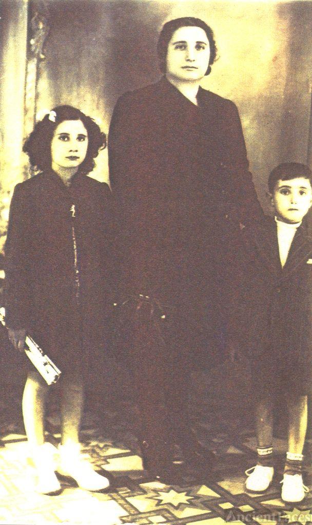 Mary (Bacarella) Vicari and children