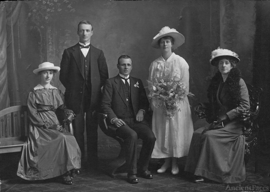 Leslie & Emma Hall, wedding 1917