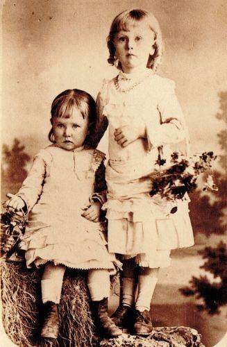 Leuwina and Henrietta Hiam