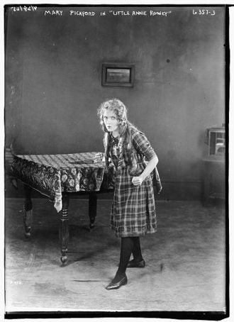 "Mary Pickford in ""Little Annie Rooney"""