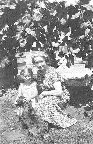 Mary Ann Jones Tasker & granddaughter