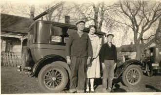 William Ulysses Cornwell family and car, 1927