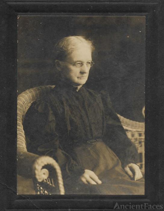 Sarah Lacey