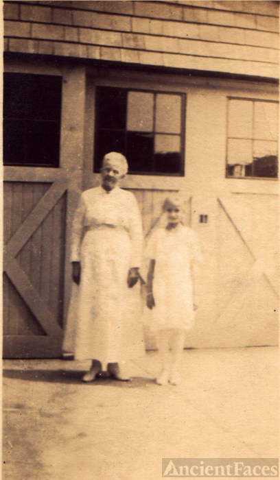 Edith with Grandma Drobisch