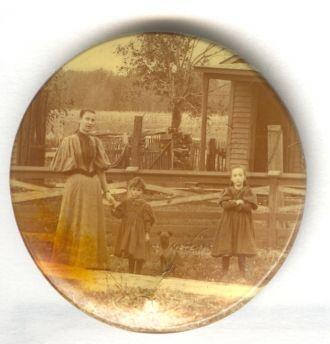 Annie O'Dell Wagoner Weller,Grace Marie Weller & unknown girl 1905