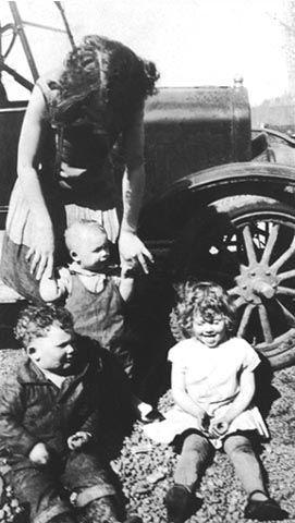 Fred, Elaine, & Frank Kroetch & Norma Ferguson, Washington