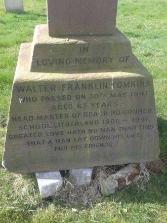 Walter Franklin Tomkins Grave