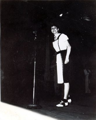 USO - Nellie on Stage
